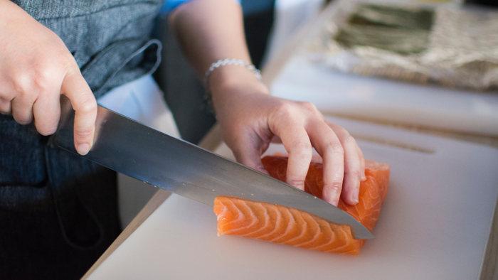 Cortando Salmon