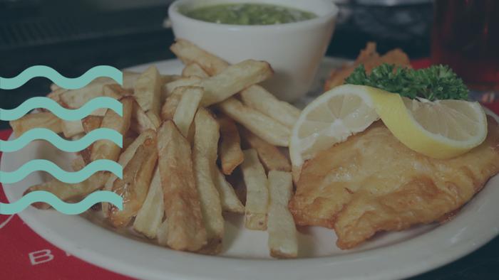 Prepara el mejor plato de pescado frito. Imagen de pescado frito.